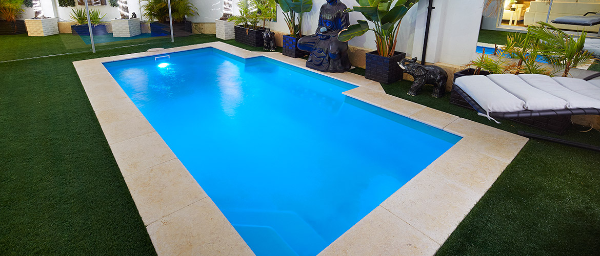 Windsor fibreglass swimming pool sapphire pools for Windsor swimming pool with slides